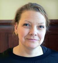 Ansiktsporträtt Johanna Andersson uppsatt hår.